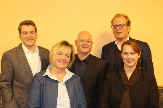Regionsabgeordnete Philipp Plath, Spitzenkandidatin Petra Cordes, Dr. Jens Willms, Stadtverstandsvorsitzende Dr. Gerold Papsch und Nadine Pfeifer. (Foto: S. Stelzig)