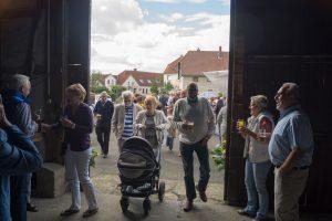 2016-08-21-Hereinströmende-Besucher-DSC00449lq